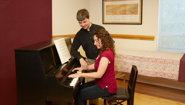 Jonathan Leathwood works with a pianist in an Alexander Technique lesson